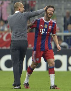 xabi-alonso-guardiola_MDSIMA20140918_0039_35